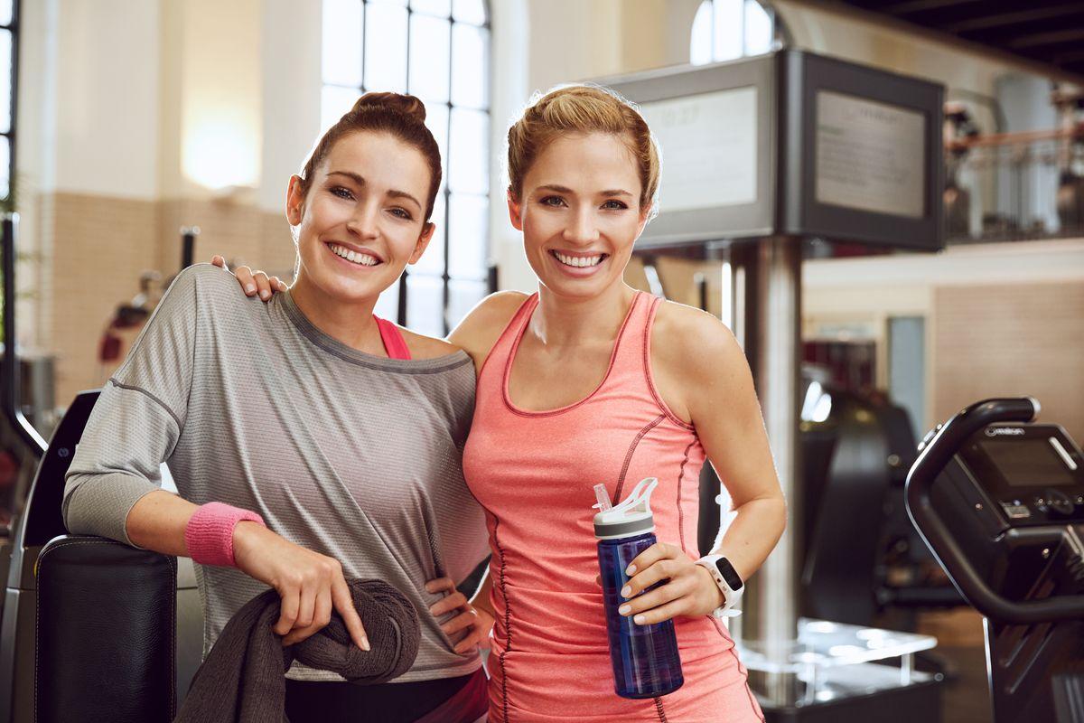 zwei frauen fitness milon training